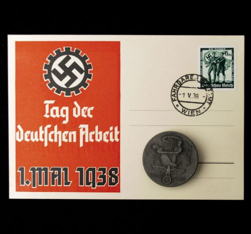 Postcard Tag der Deutschen Arbeit 1938 + badge