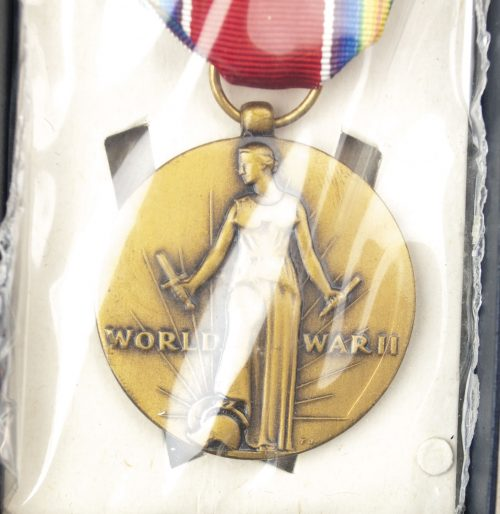 USA World War II Victory medal + case + ribbon