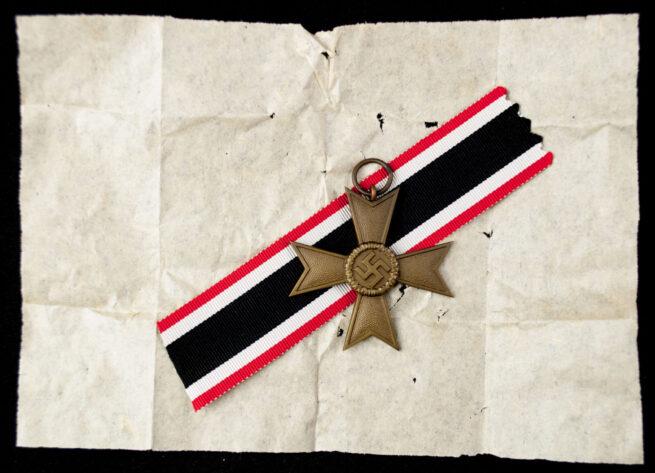 """Kriegsverdienstkreuz ohne Schwerter (KVK) War Merit Cross without Swords maker """"1"""" (Deschler) + packingpaper"""