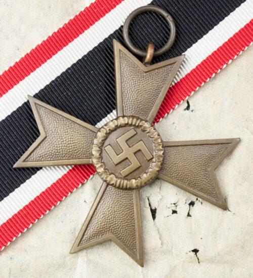 Kriegsverdienstkreuz ohne Schwerter (KVK) War Merit Cross without Swords maker 1 (Deschler) + packingpaper