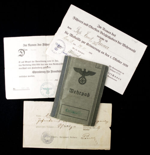 Luftwaffe Wehrpass with two medal citations (Sudetenland annexation medal + Frontkämpfer)