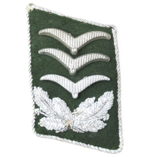 Luftwaffe collartab with three wings