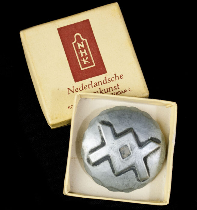 (NSB) Nederlandsche Heemkunst cultural Ing-rune runic brooch with original case (EXTREMELY RARE!)