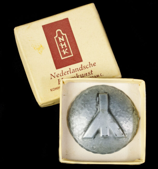 (NSB) Nederlandsche Heemkunst cultural Man-rune runic brooch with original case (EXTREMELY RARE!)