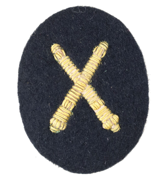 Kriegsmarine (KM) Waffenoffiziere (Artilleriewaffen) laufbahnabzeichen (small)