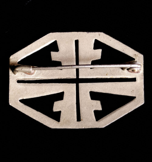 Deutscher Turnerbund female brooch