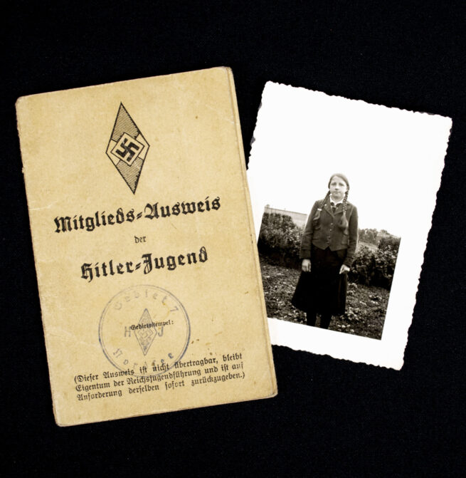 Hitlerjugend (HJ) Mitgliedsausweis for a BDM girl + extra photo