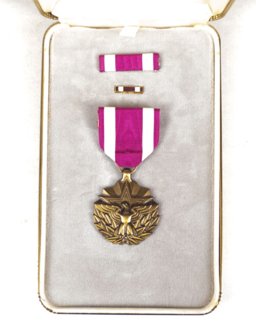 (USA) Meritorious Service medal + case