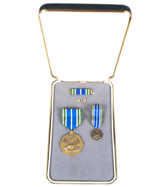 (USA) Military Achievement medal + miniature + case
