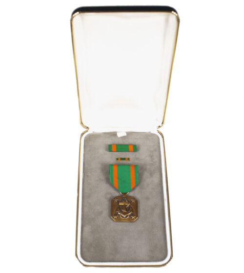 (USA) Navy and Marinecorps Achievement medal + case