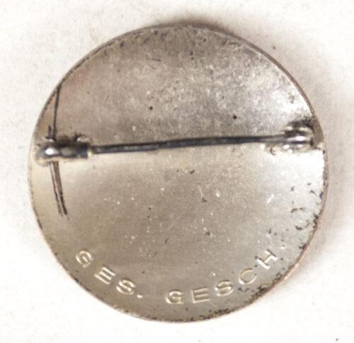 Deutsches Rotes Kreuz (DRK) Helferin brooch