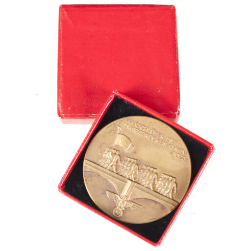 Medal + Orignal Case for the Marsch über die Ludwigsbrucken 9 .Nov. 1923