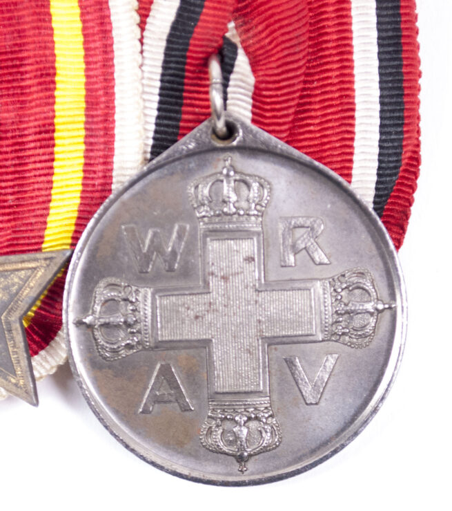 WWI BadenPreussen medalbar with Baden Kriegsverdienstkreuz + Prussian Red Cross medal