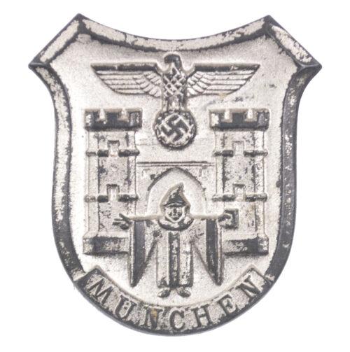 Winterhilfswerk (WHW) - Kriegsinterhilfswerk 193940 - München badge