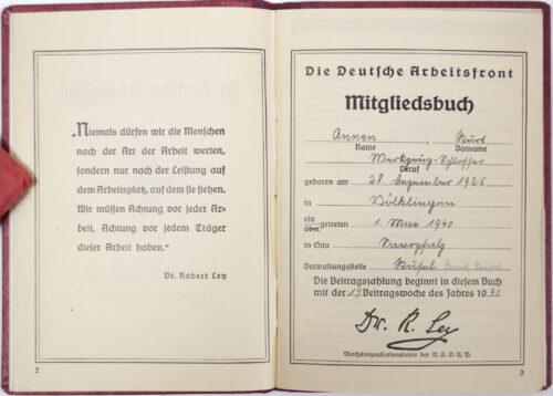 Die Deutsche Arbeitsfront (DAF) Mitgliedsbuch