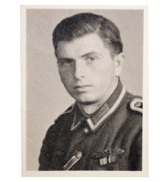 Passphoto with Close Combat Clasp (Nahkampfspange) in wear
