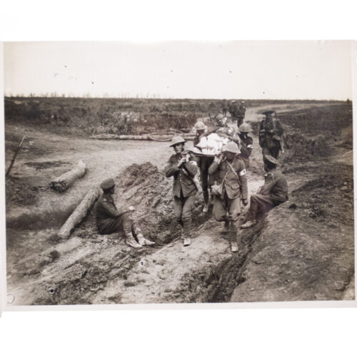 (Pressphoto) WWI Bringing in wounded after attack on Guillemont