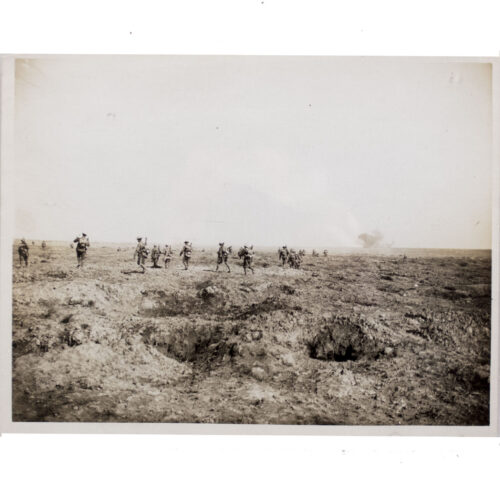 (Pressphoto) WWI Infantry spread out going up to the attack of the 25th