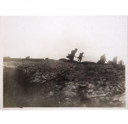 (Pressphoto) WWI The Brittish Western Front in France An early morning attack