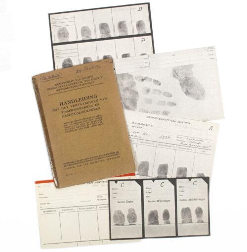 Nederlandsche Politie Handleiding tot het vervaardigen van vingerafdrukken en handpalmafdrukken (1940)