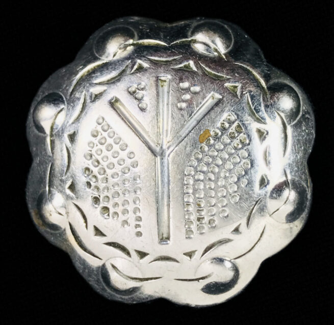 Rune brooch with Life rune