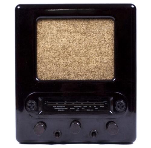 German WWII RadioVolksempfanger in mint condition - VE 301 DYN GW (1938)