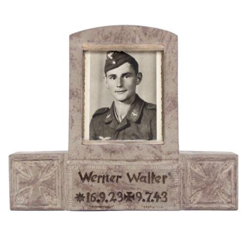 (Luftwaffe) Commemorative statue of a fallen German soldier (1943)