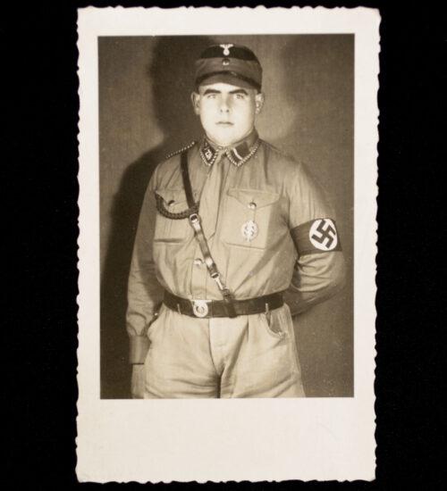 (Photo) SA man in uniform with SA sportsbadge