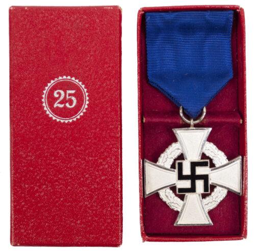 Treue Dienst 25 Jahre + Etui Loyal Service 25 years + case (maker Franz Reischauer)