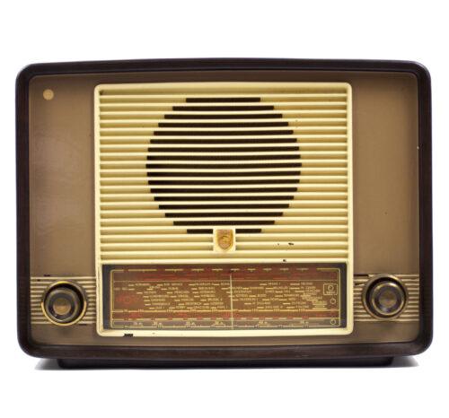 Vintage Philips BX 350 Bakelite radio (circa 1950)