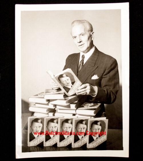 (Photo) Anti - Adolf Hitler Mein Kampf pressphoto