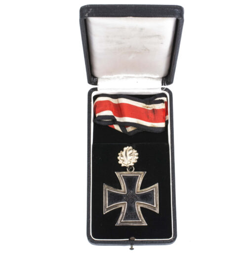 Knights Cross (Juncker L12) with Oak leaves (Godet L50) + case