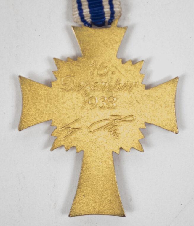 Mutterkreuz gold in etui Gold Motherscross with case (maker Paul Meybauer)