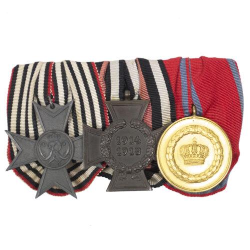 WWI Württemberg triple medalbar with Treue Dienste bei der Fahne XII Jahr, Kriegshilfskreuz, Nichtkämpferkreuz