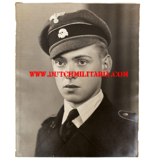 (Photo) Large SS-Panzerschütze portrait with rare Waffen-SS cloth crusher cap (!)