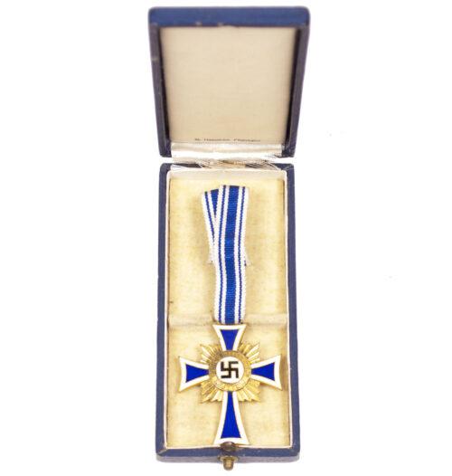 Mutterkreuz in gold mit etui Motherscross gold with case (maker R. Hauschild Pforzheim)