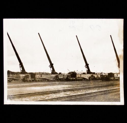 (Pressphoto) Heavy railway guns awaiting the order to reopen the combat (1940)